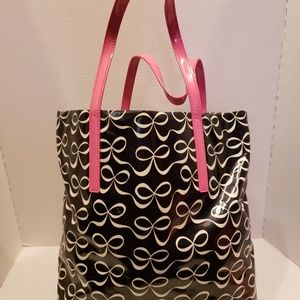kate spade Bags - Kate Spade Black and White Bow Shopper